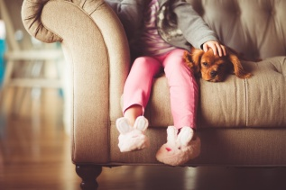 unsplash-child-with-puppy